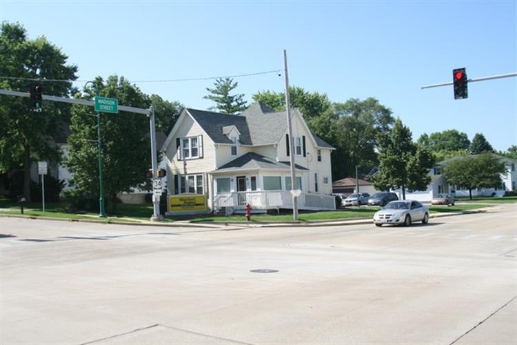 5 E WASHINGTON Street, Oswego, IL 60543