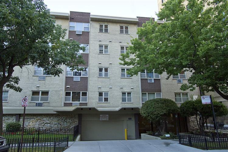 420 W ALDINE Avenue, Chicago, IL 60657