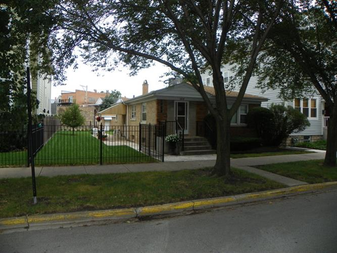 2219 W BARRY Avenue, Chicago, IL 60618