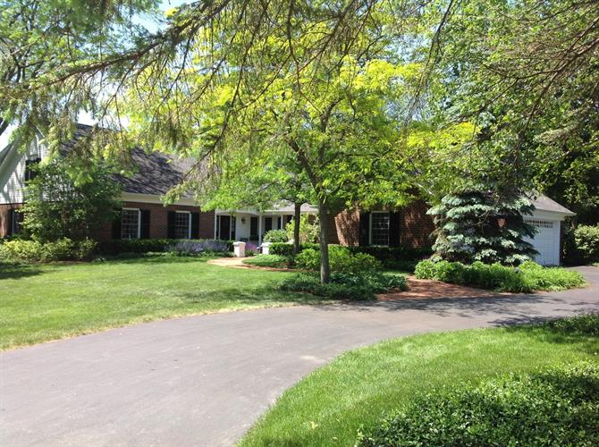 604 Golf Lane, Lake Forest, IL 60045