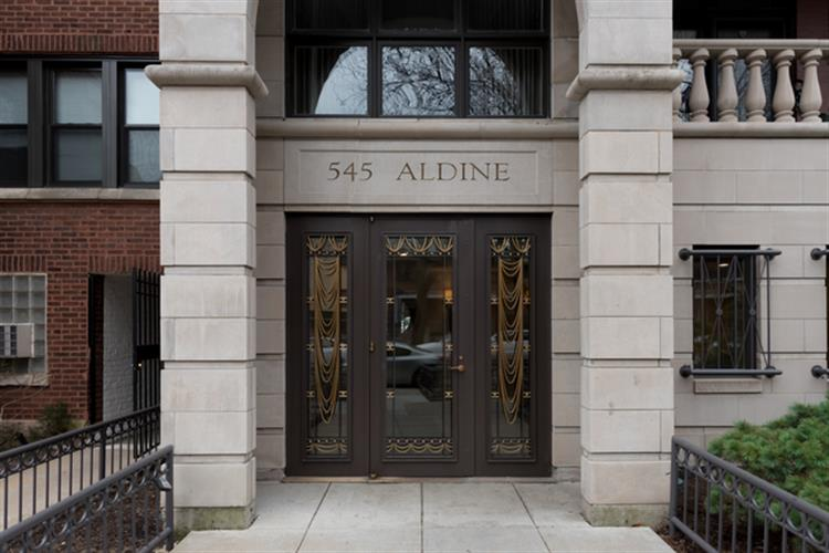 545 W ALDINE Avenue, Chicago, IL 60657