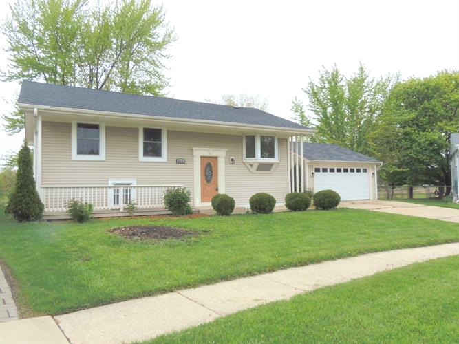 streamwood singles 141 single family real estate & homes for sale in streamwood, il priced from $110,000 - $519,900 mls listings checked every 15 minutes, last updated at oct 10, 2017 05:15.
