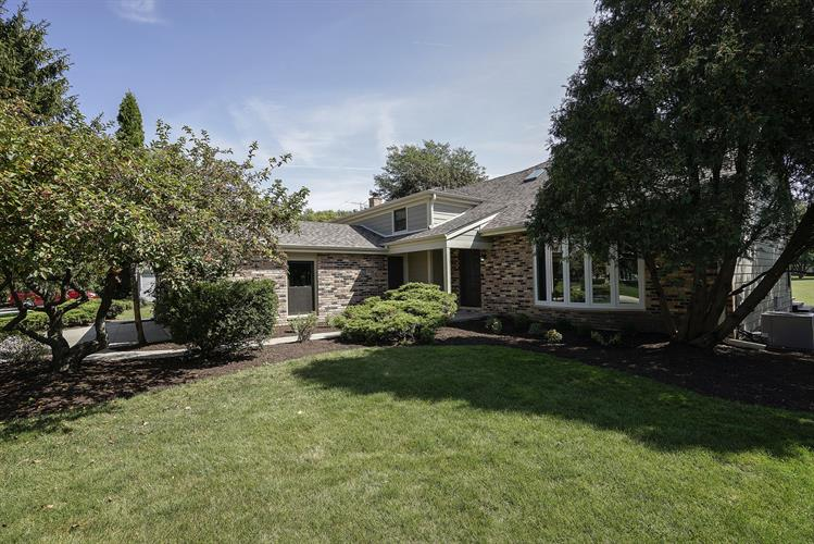 411 Thornapple Lane, Libertyville, IL 60048