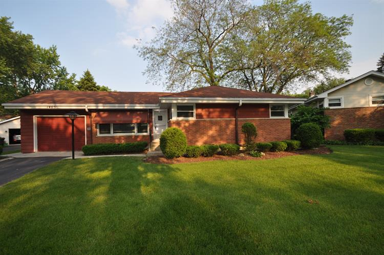 1405 W ST JAMES Place, Arlington Heights, IL 60005