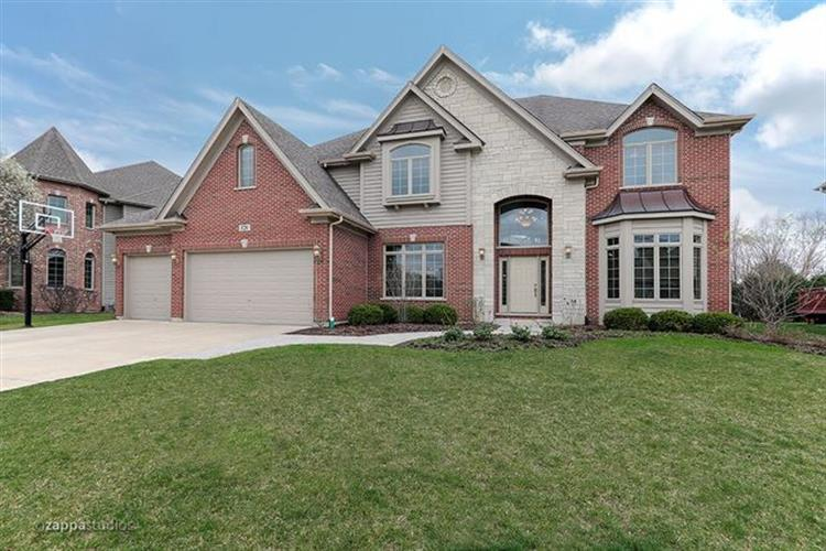 528 Eagle Brook Lane, Naperville, IL 60565