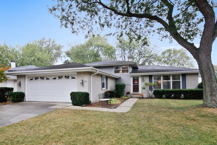 7605 Rohrer Drive, Downers Grove, IL 60516