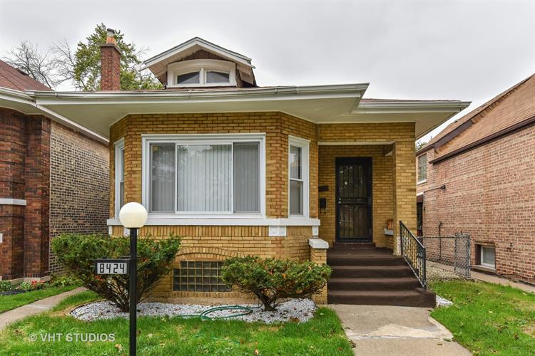 8424 S Crandon Avenue, Chicago, IL 60617
