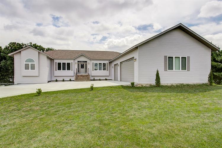 W8527 WHITE CROW Road, Fort Atkinson, WI 53538 - Image 1