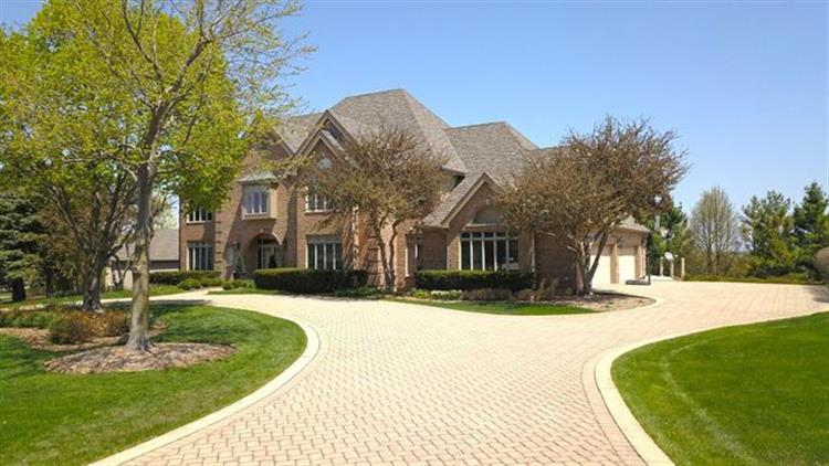 400 Boulder Drive, Lake in the Hills, IL 60156 - Image 1