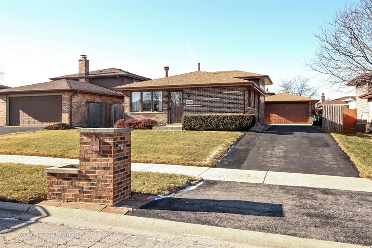 16750 89th Avenue, Orland Hills, IL 60487