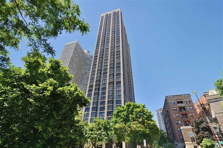 2650 N LAKEVIEW Avenue, Chicago, IL 60614