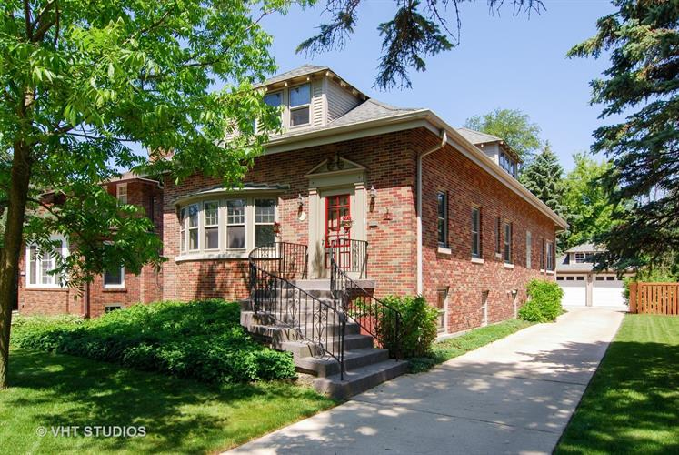 248 Blackhawk Road, Riverside, IL 60546