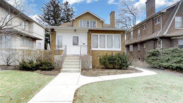 922 N Grove Avenue, Oak Park, IL 60302