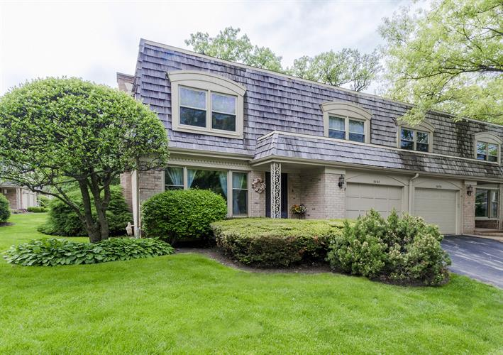 2S762 Avenue Barbizon, Oak Brook, IL 60523
