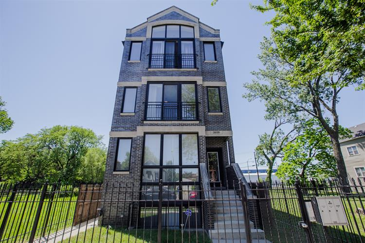 3938 S WELLS Street, Chicago, IL 60609