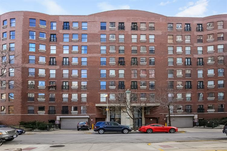 711 W Gordon Terrace, Chicago, IL 60613