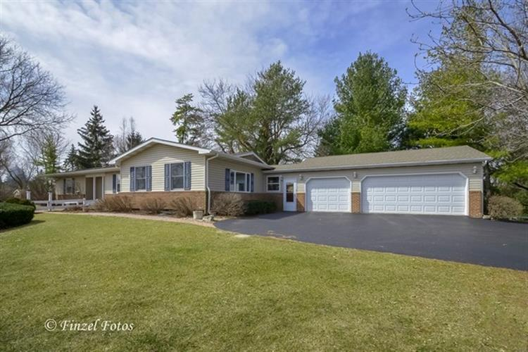 6511 SANDS Road, Crystal Lake, IL 60014
