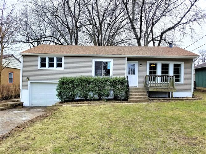 104 HUNTERS PATH, Lake in the Hills, IL 60156