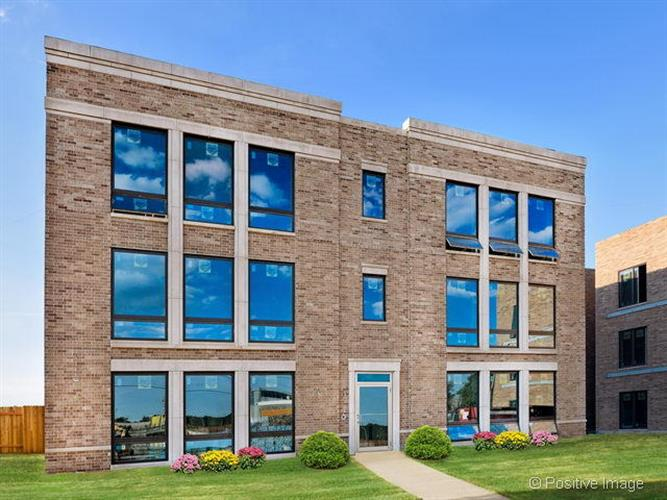 2158 N Neenah Avenue, Chicago, IL 60707