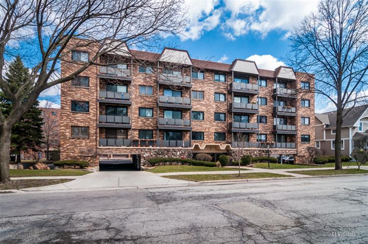 121 S Vail Avenue, Arlington Heights, IL 60005