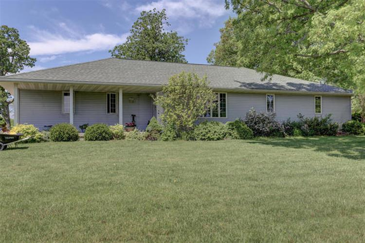 7687 Lakewood Road, Weldon, IL 61882