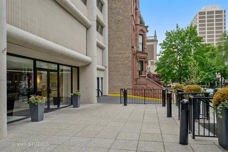 1415 N Dearborn Parkway, Chicago, IL 60610