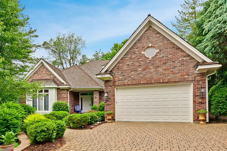 304 Carriage Hill Circle, Libertyville, IL 60048