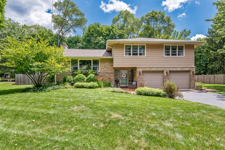 1111 Golf Lane, Wheaton, IL 60189