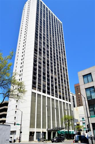 2 E Oak Street, Chicago, IL 60611