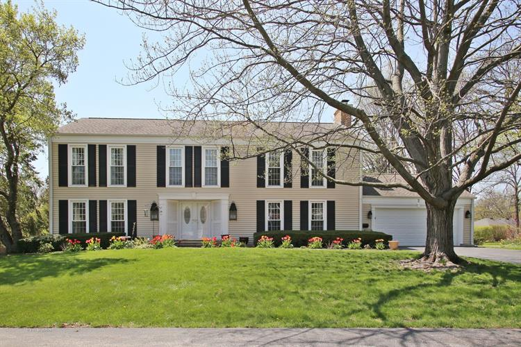 2 Knoll Ridge Road, Rolling Meadows, IL 60008