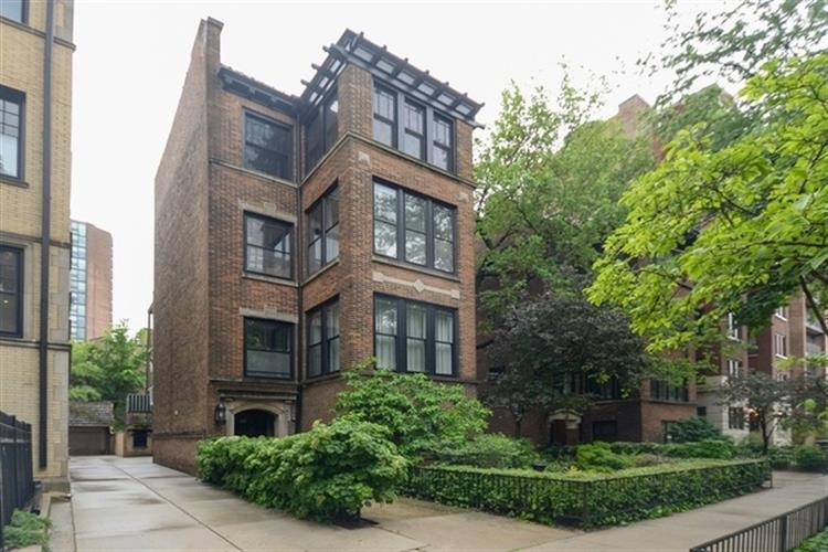 639 W Sheridan Road, Chicago, IL 60613