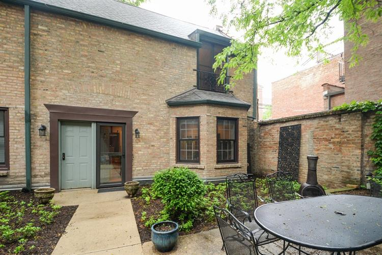 1226 N Dearborn Parkway, Chicago, IL 60610