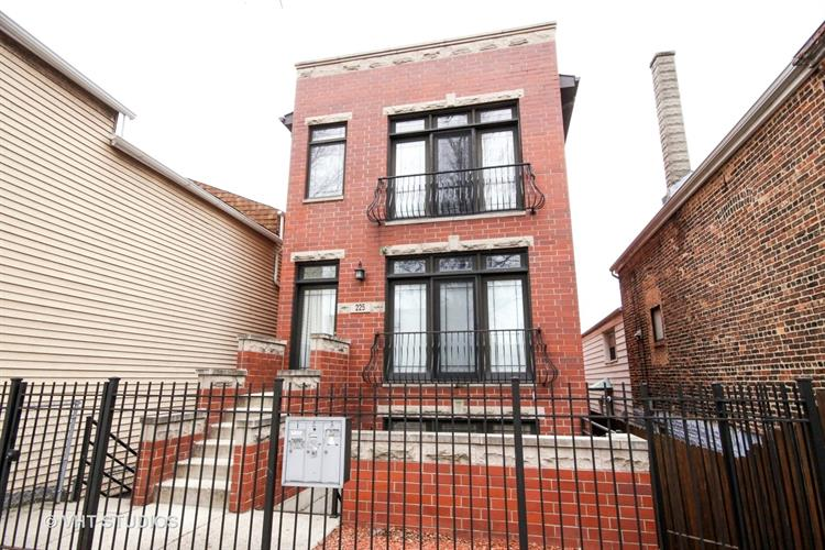 225 W 25th Place, Chicago, IL 60616