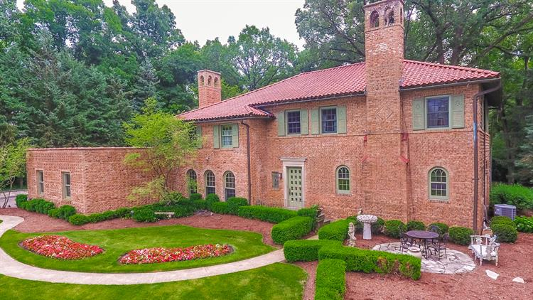 1255 E Thornbury Lane, Libertyville, IL 60048