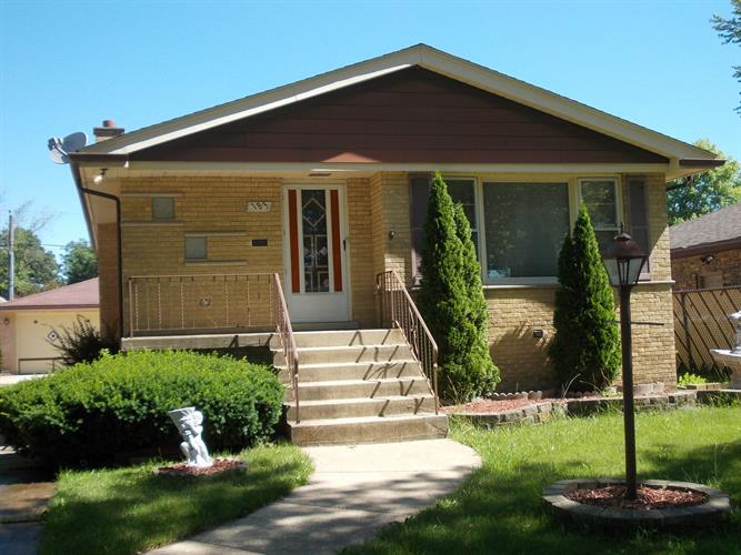 183 W 27th Place, South Chicago Heights, IL 60411