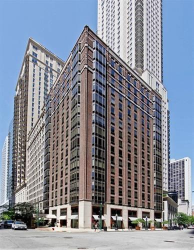 40 E Delaware Place, Chicago, IL 60611
