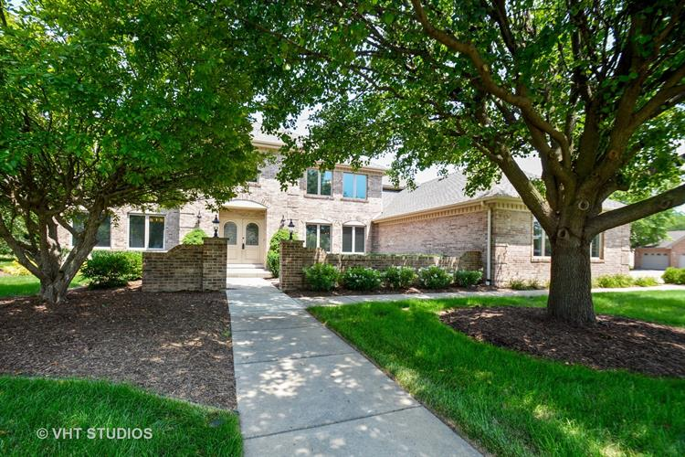 8737 Carriage Green Drive, Darien, IL 60561