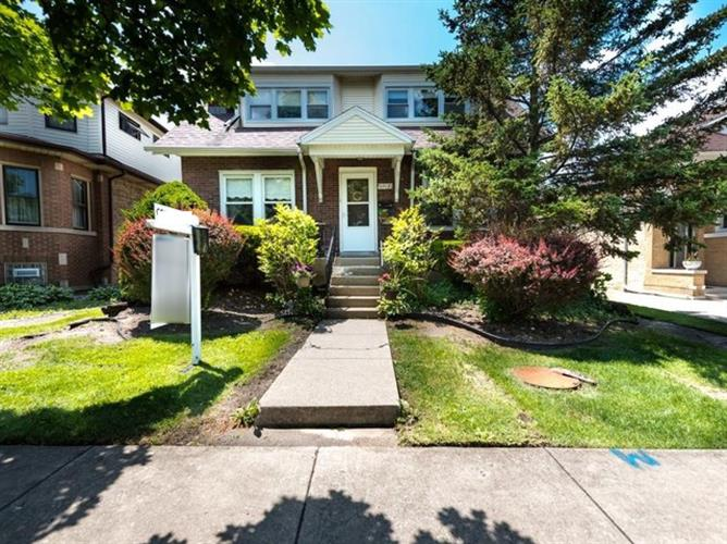 6918 N Odell Avenue, Chicago, IL 60631