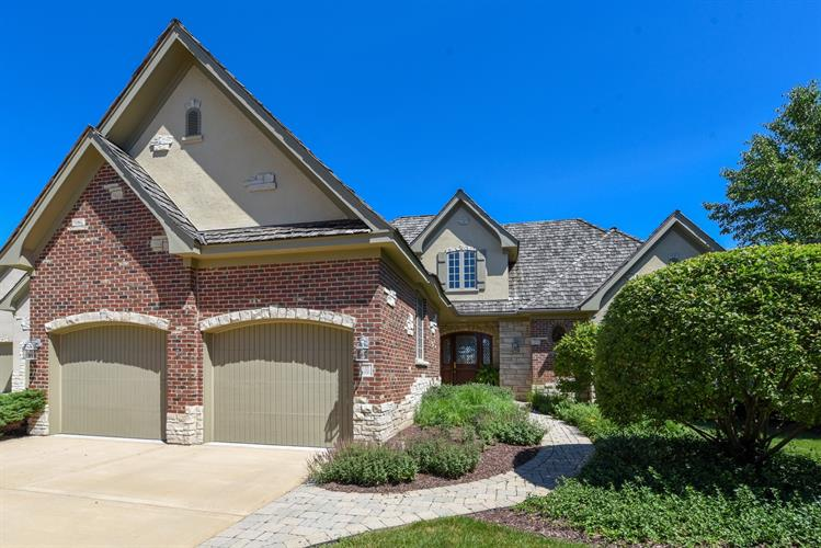 10 Forest Gate Circle, Oak Brook, IL 60523