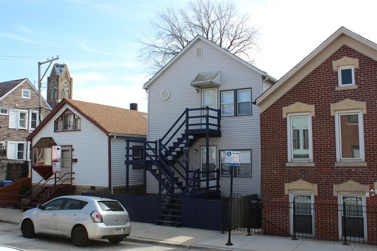 915 W 18th Place, Chicago, IL 60608