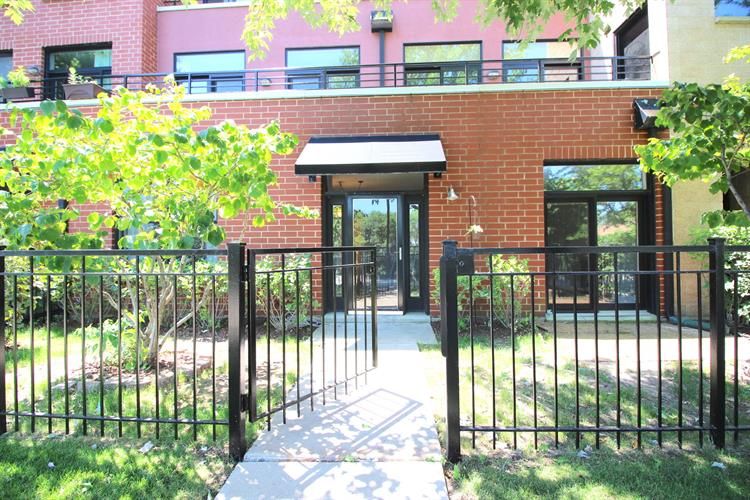2912 N Riverwalk Drive, Chicago, IL 60618