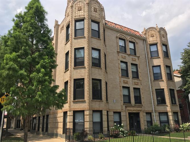 5400 N Winthrop Avenue, Chicago, IL 60640