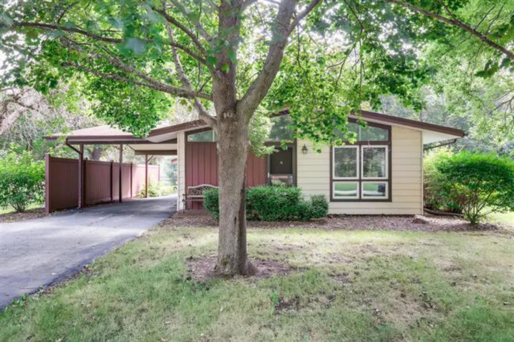 30477 N Oak Grove Avenue, Libertyville, IL 60048