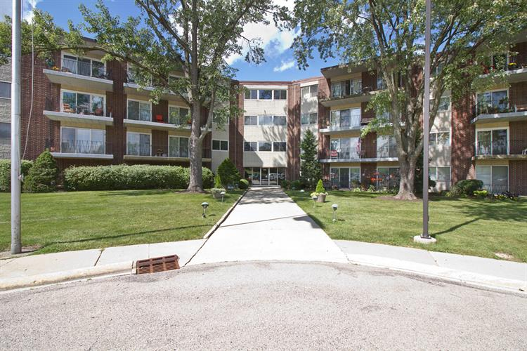 5540 Walnut Avenue, Downers Grove, IL 60515 - Image 1