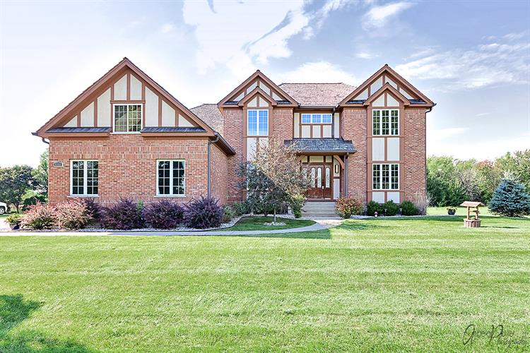 8301 Carriage Lane, Spring Grove, IL 60081