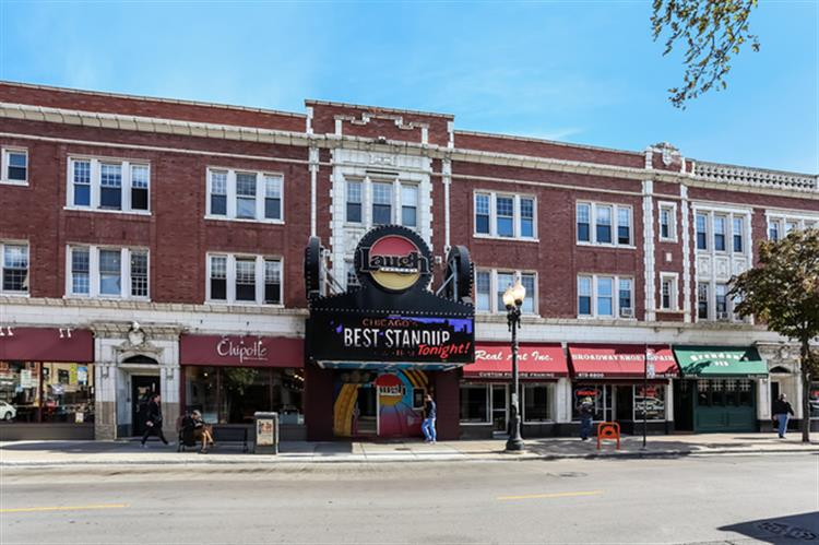 551 W Belmont Avenue, Chicago, IL 60657