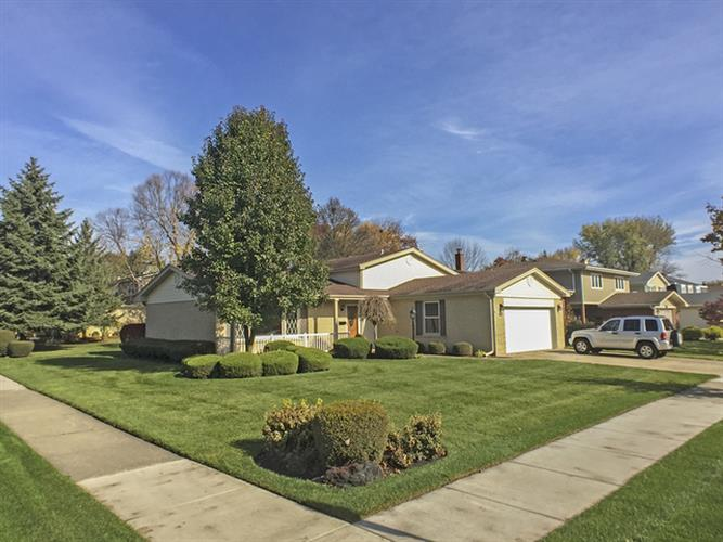 1114 E CRABTREE Drive, Arlington Heights, IL 60004 - Image 1