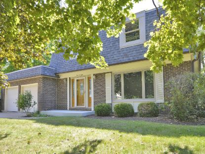 308 High Point Drive Lindenhurst, IL MLS# 10859825