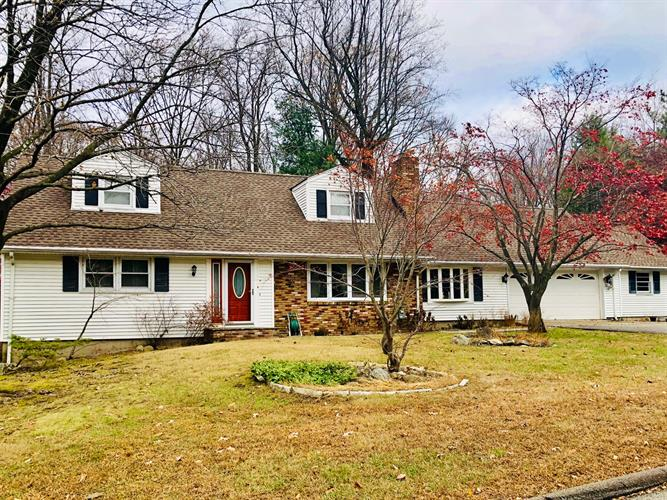 8 Poinsettia Court, Kinnelon, NJ 07405 - Image 1