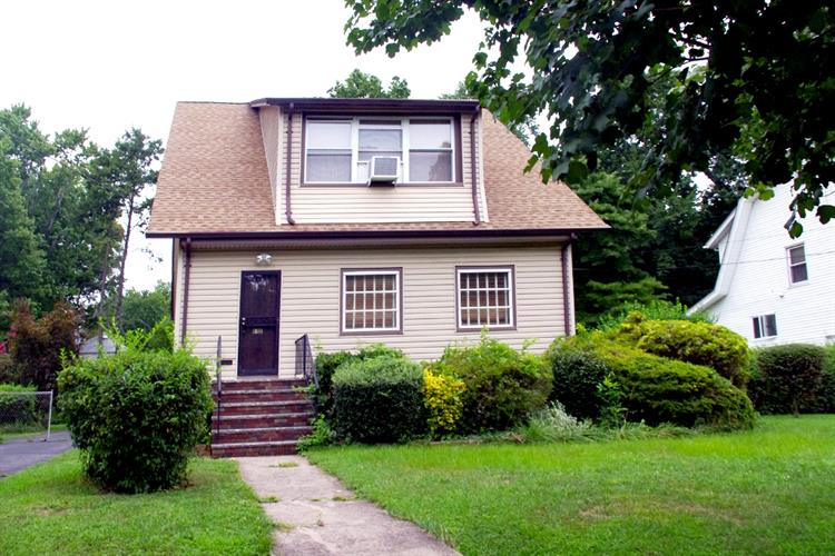 112 Reis Ave, Englewood, NJ 07631